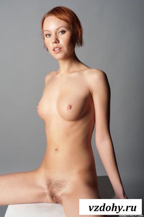 Чья-то голая рыжая мама