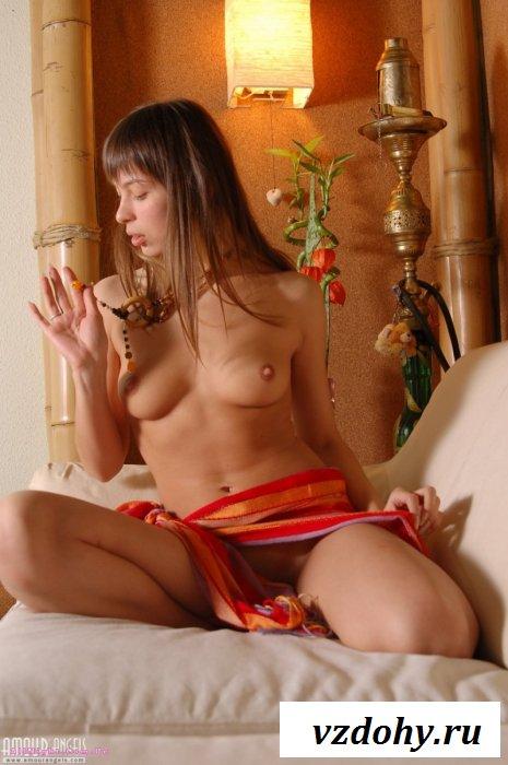 Оксана хвастается новым диваном (15 фотографий)