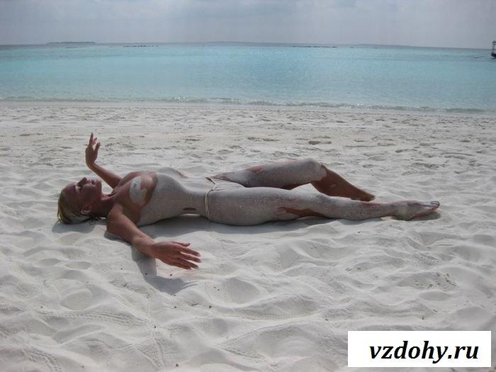 Сладкая красотка голенькая на пляже