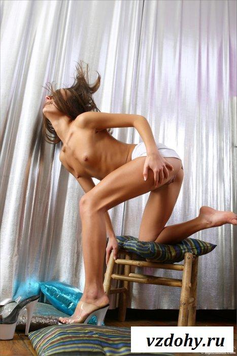 Сексуальная милашка в развратном платье