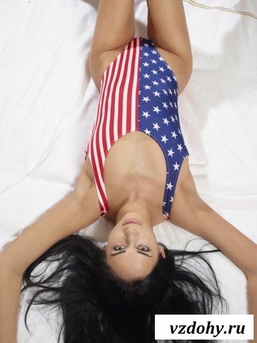 Американский флаг на теле красотки