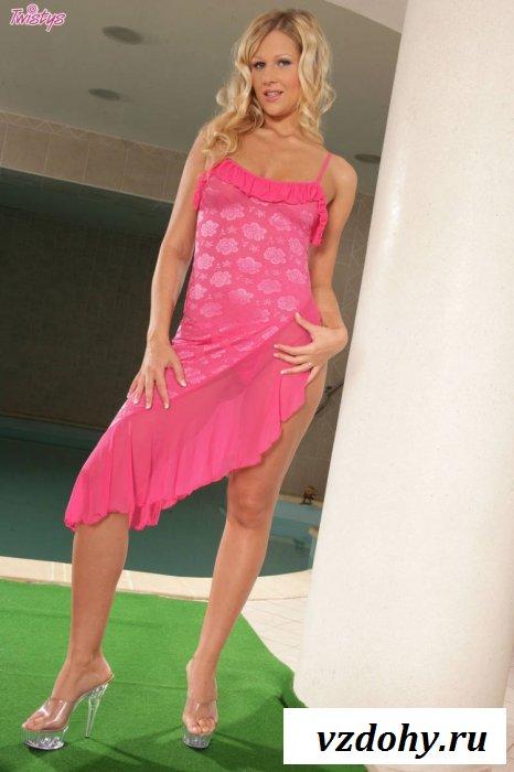 Горячее вечернее платье на теле красотки