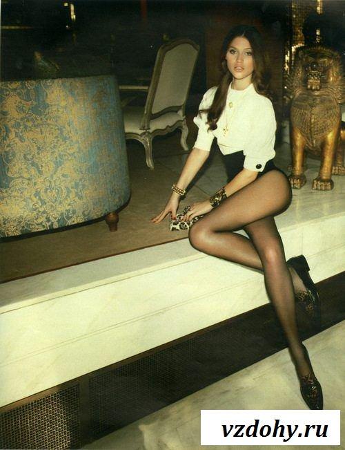 Симпотичные девушки с длинными ножками