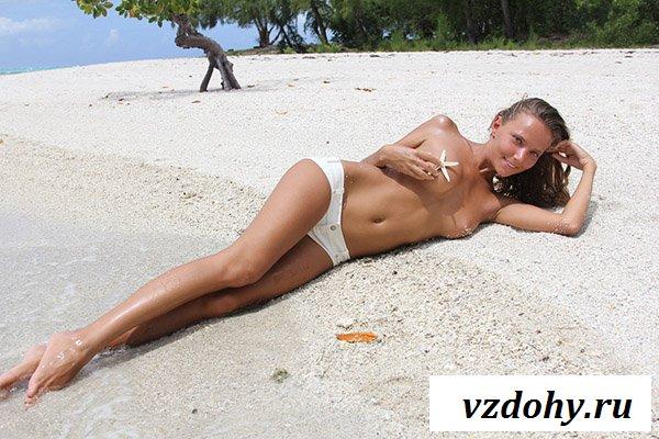 Шикарная красотка на пляже