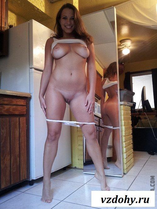 Домохозяйка хочет секса на кухне