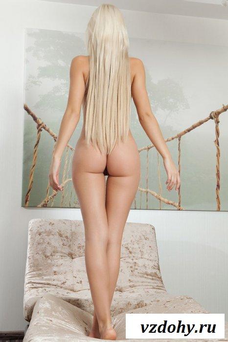 Сногсшибательная киска с длинными светлыми волосами