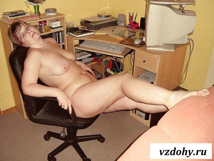 Абсолютно голая взрослая секретарша