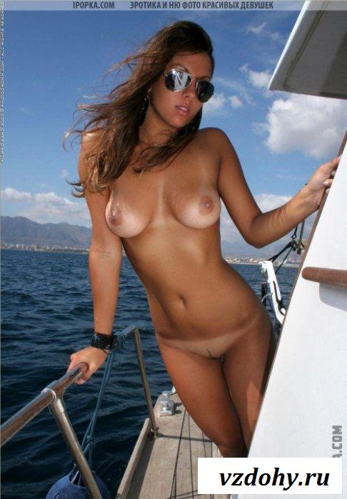 Пляжный сезон с обнаженными сиськами