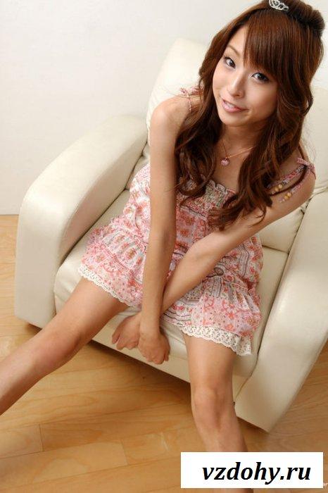 У классной китаянки стройные ножки
