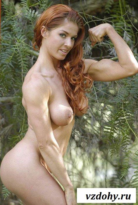 Уболтал спортсменку показать груди и задницу