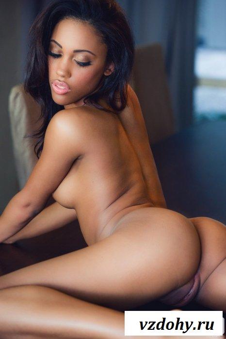 Богиня смотрит на свою голую попку