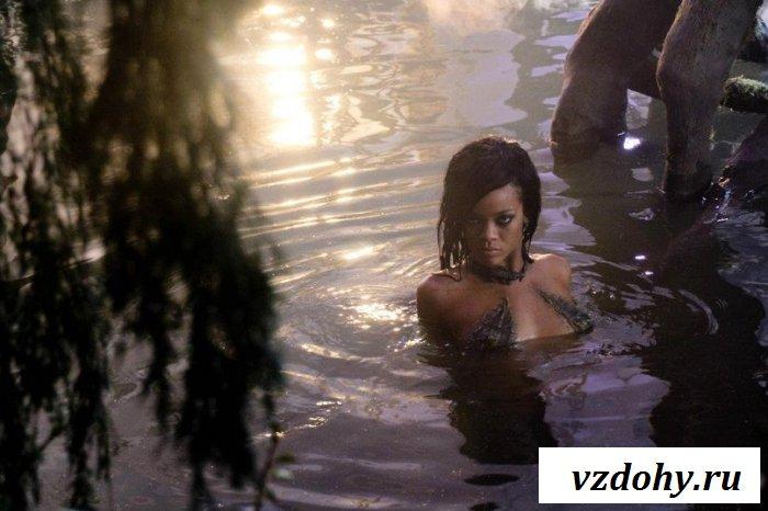 Знаменитость Rihanna в роли эротичной амазонки