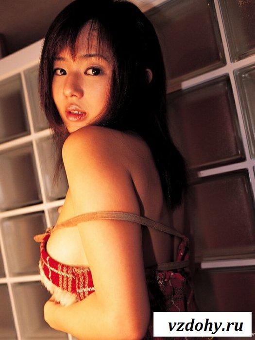 Азиатка поспешила похвастать крупными грудями