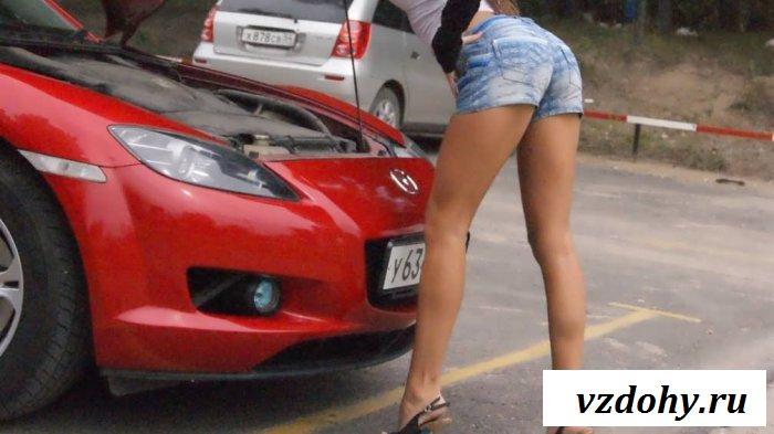 Длинноногие девочки из эротической рекламы авто