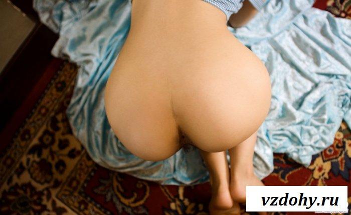 Смуглый азиатский голый зад