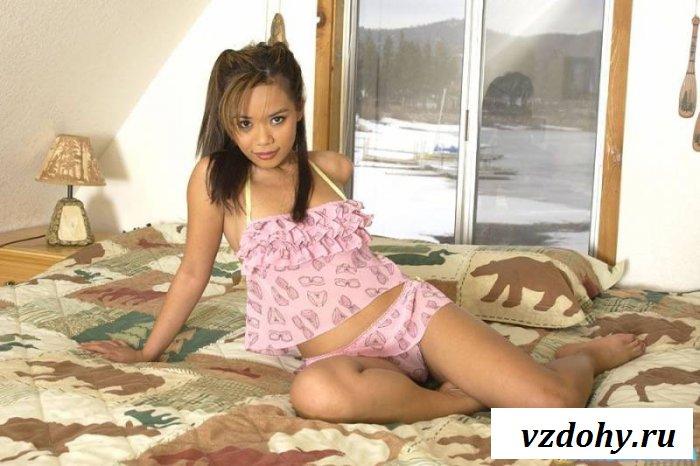 Маленькая и сексуальная азиатка