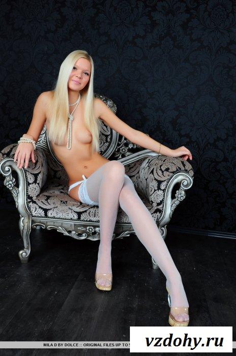 Фотограф подчеркнул длинные ножки модели