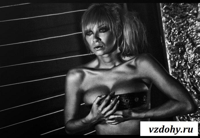 Нежные фото голой знаменитости Полины Логуновой