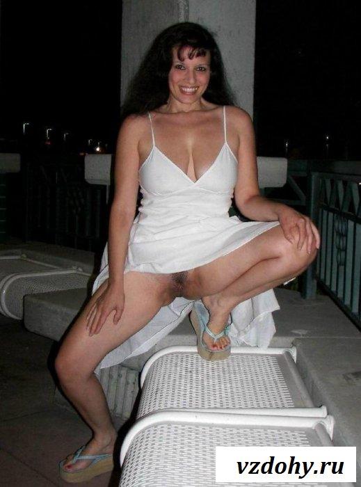 Сфоткал красоток в юбках и без трусиков