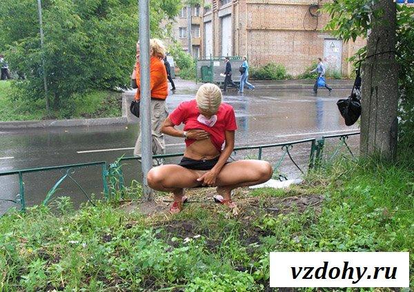 Уличная эротика от взрослой бабы