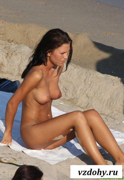 Изумительные ракурсы на пляжный топлес