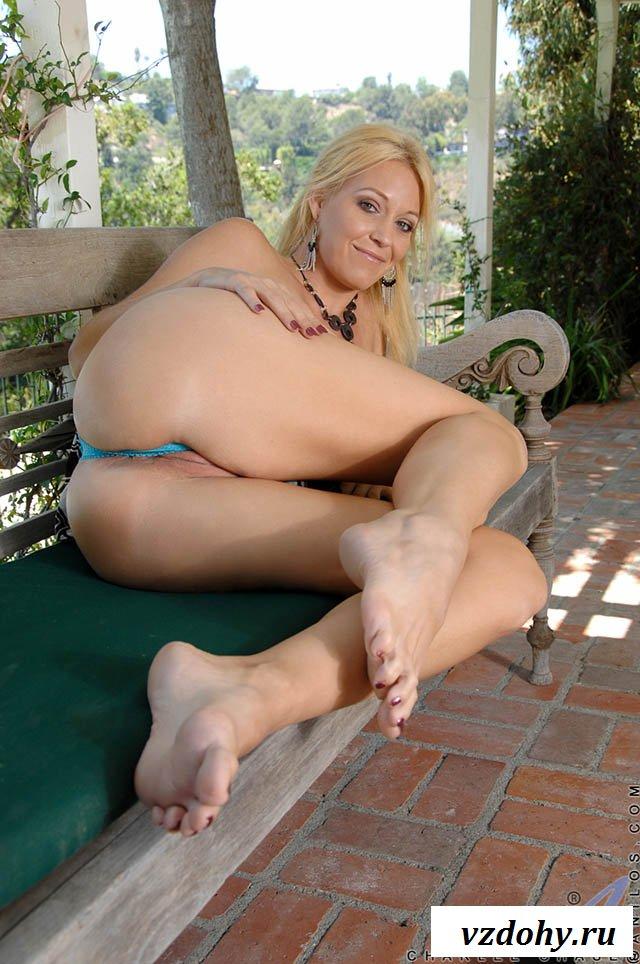 Leggy Blonde Jasmine De Lovely Showing Off Her Sexy Feet Metart 1