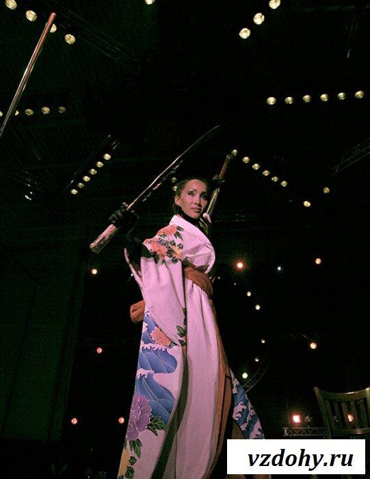 Невероятный стриптиз от смазливой китаянки
