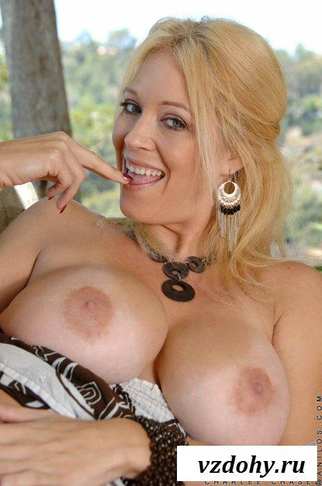 Неплохая грудь взрослой дамочки