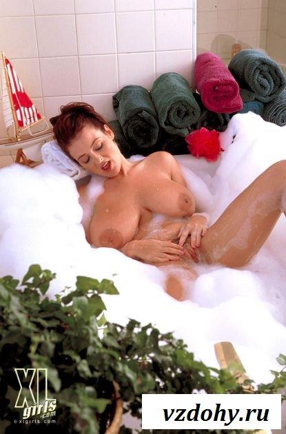 Огромная грудь в ванной