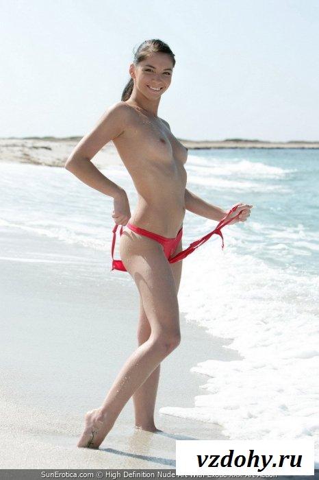 Сексуальный купальник на привлекательной девушке