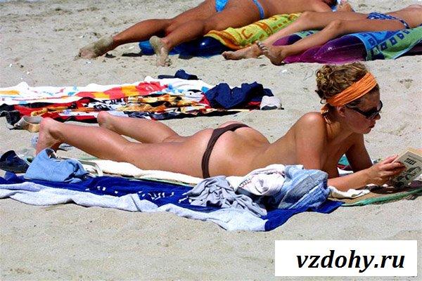 Показывают голые девушки топлесс на пляже