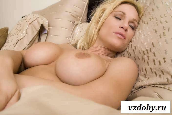 Утренняя тетушкина эротика с большими дойками (29 фото)