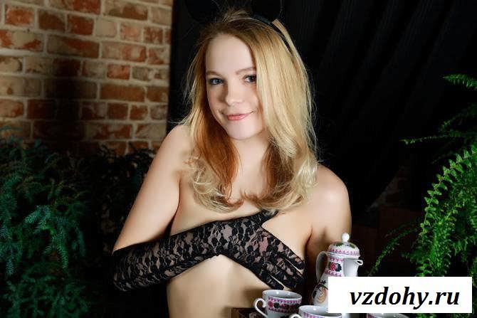 Голая русская девушка с чайником в руках (30 фото эротики)