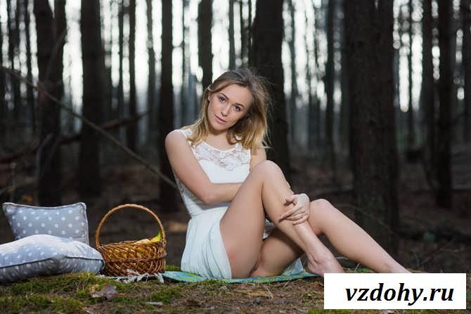 Эротика славянки без белья гуляющей в лесу (39 фото)
