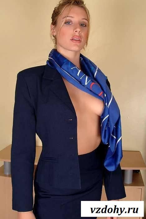 Обнаженные сиськи девушек работниц на самолетах (28 фото эротики)