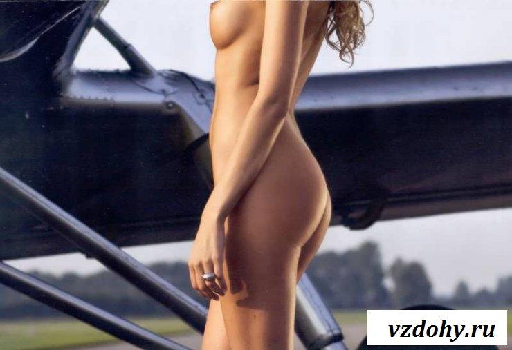 Обнаженные сиськи девок в кабине пилота (25 фото эротики)