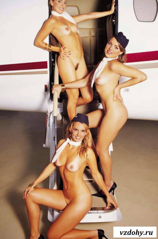 Обнаженные бортпроводницы с классными сиськами (23 фото эротики)
