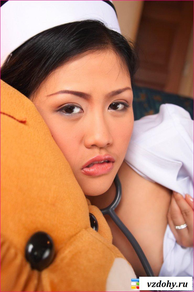 Эротические фото азиаткой лекарши