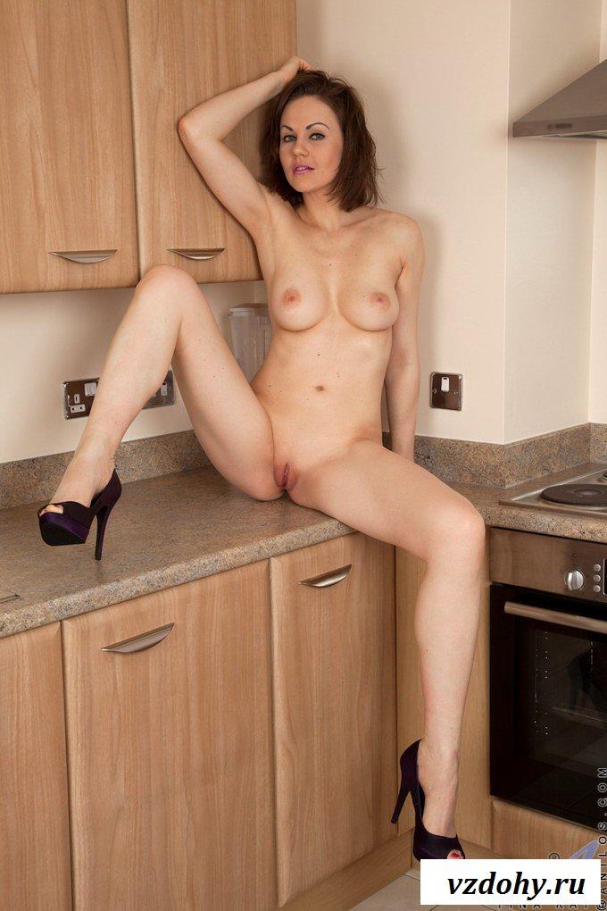 30летняя мамочка оголилась на кухне