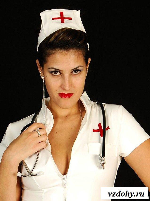 Эротическая фотосессия знойной докторши