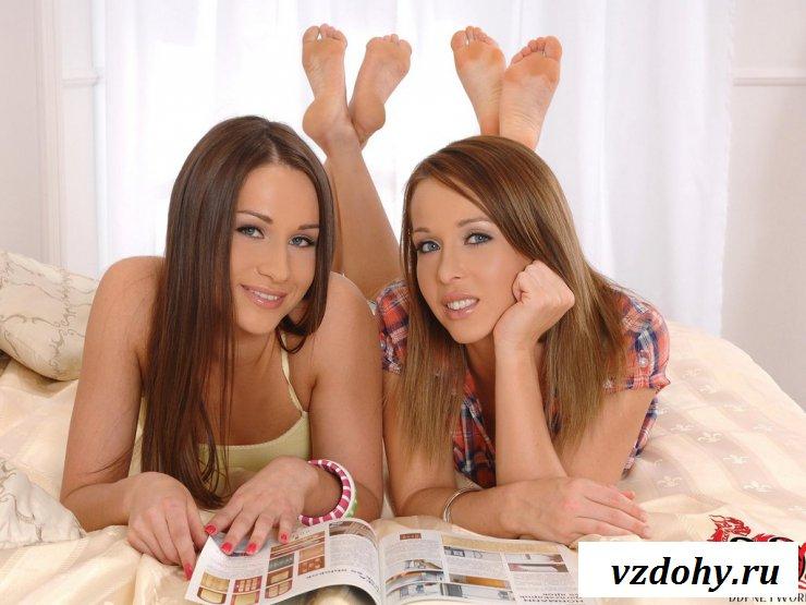 Эротичные девки сладко стонут во время групповухи