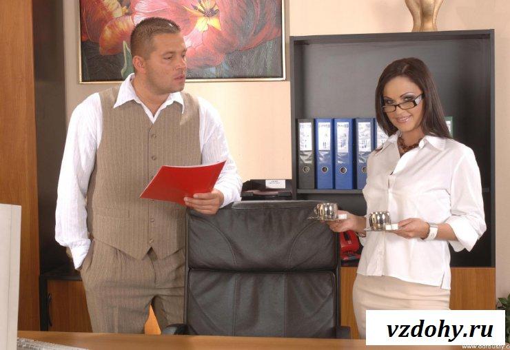 Фото минета секретарши у очередного клиента в офисе