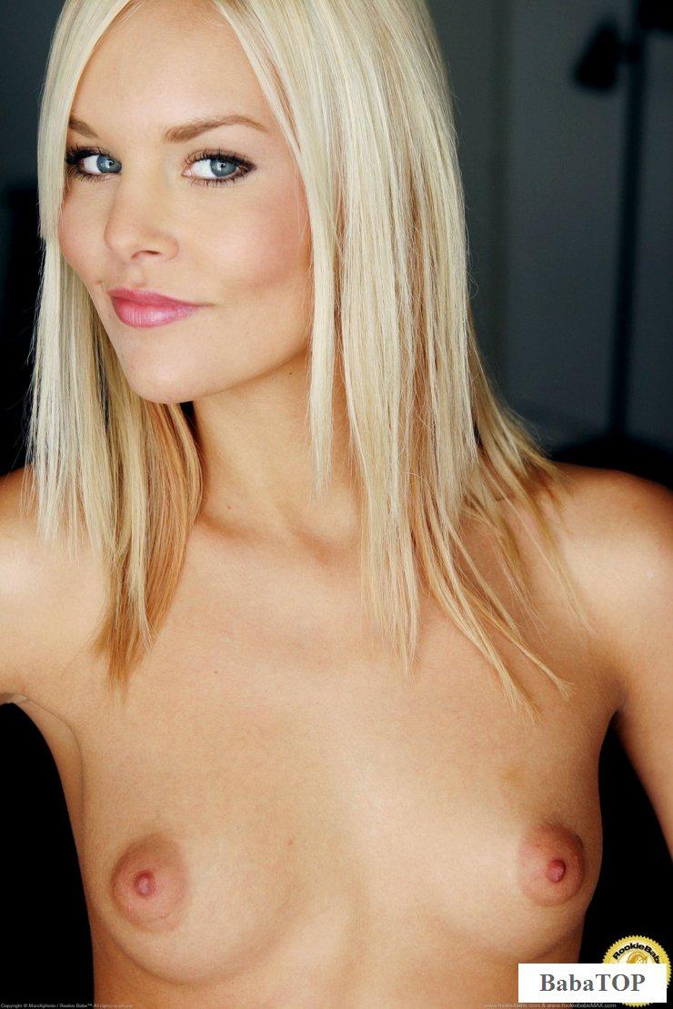 Обнаженная фотомодель Athena Lundberg