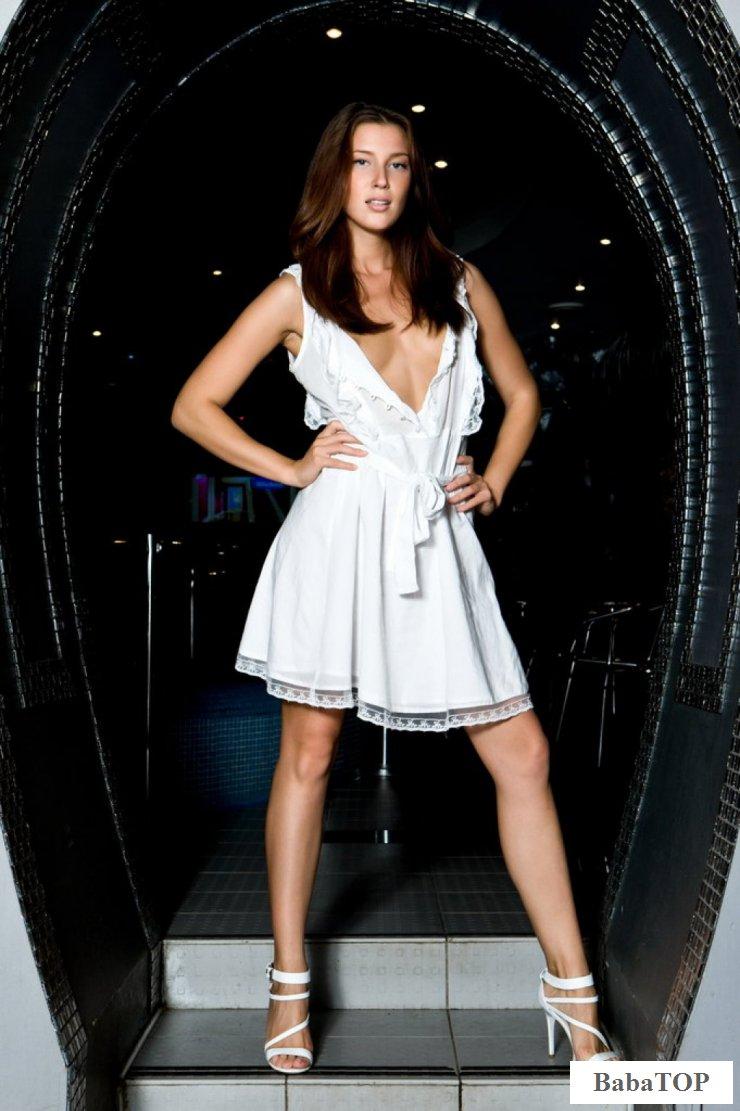Эротика модели Kira Joy в бункере