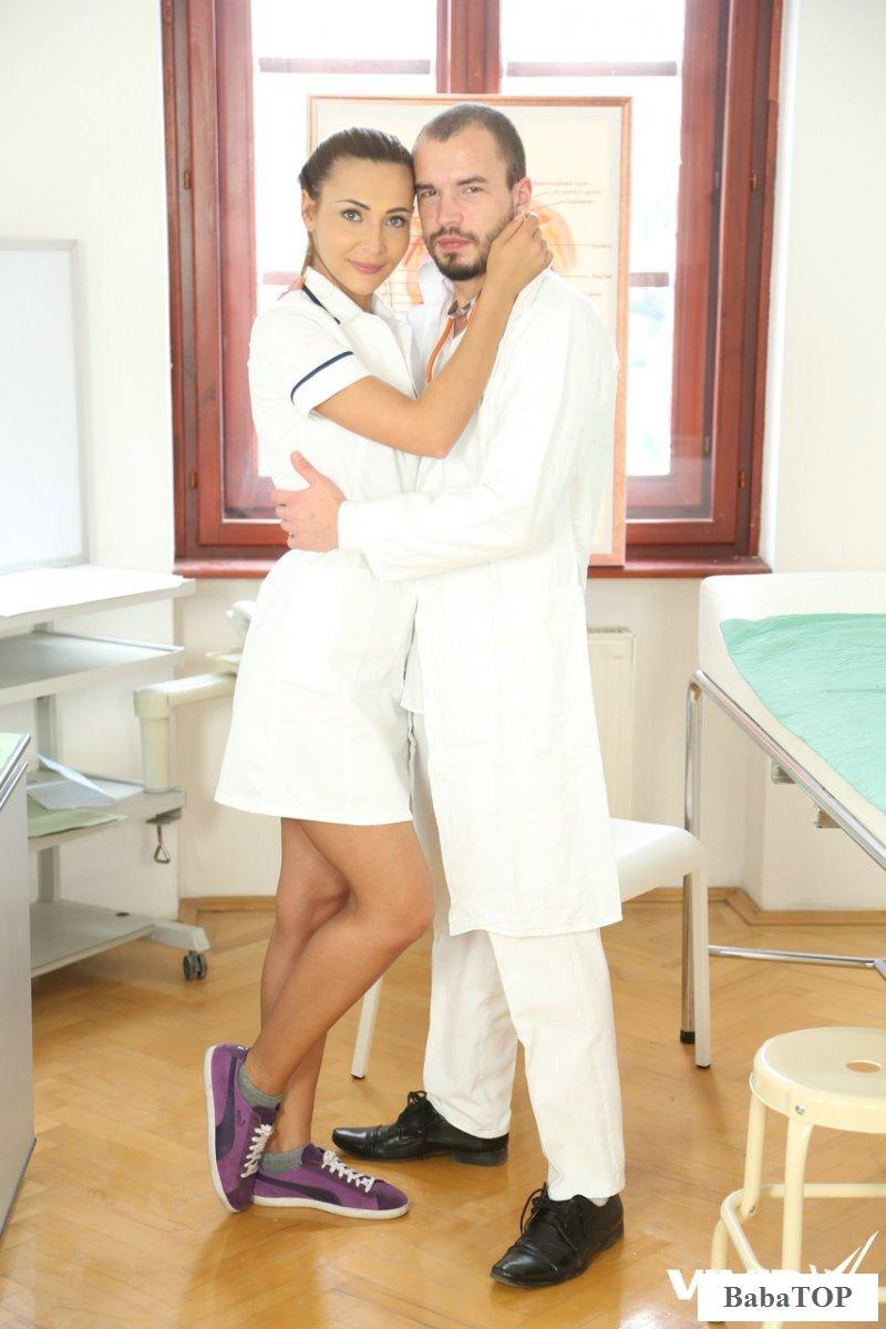Порно с медсестрой в смотровом кабинете